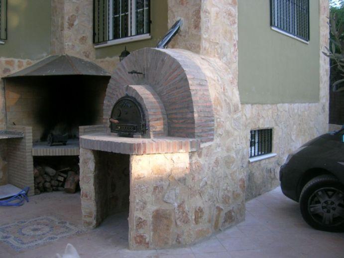 la parte trasera del horno se chap de piedra decorativa y as qued el aspecto final